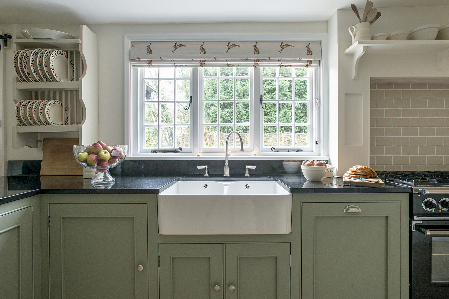 Farmhouse country kitchens design sussex surrey - Farmhouse style kitchen cabinets ...