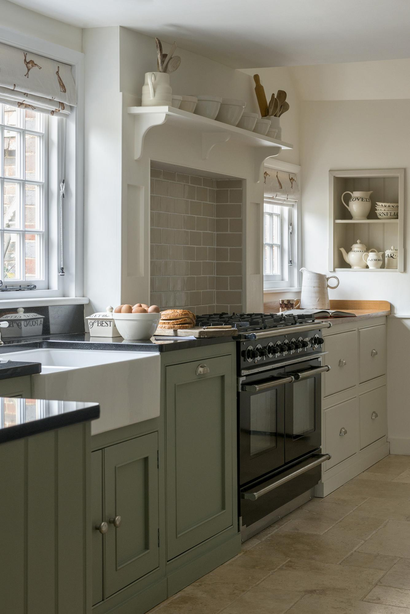 Farmhouse country kitchens design sussex surrey for Green country kitchen ideas